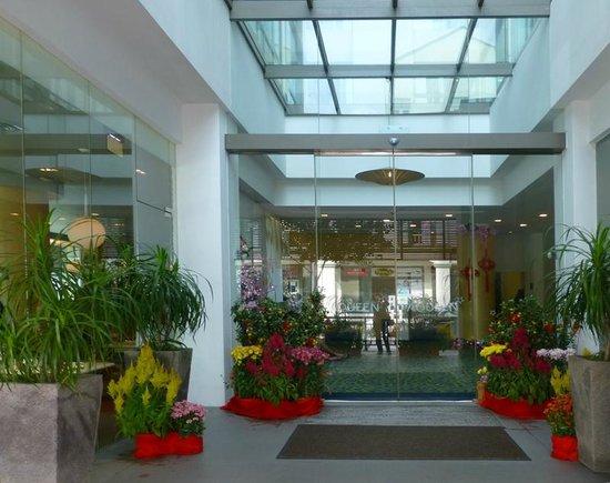 Aqueen Hotel Lavender: hotel entrance