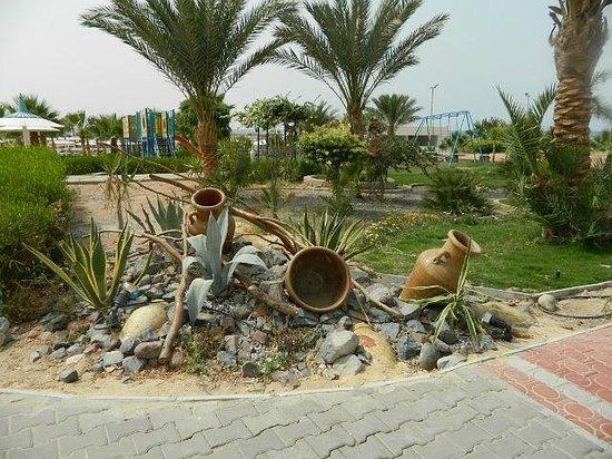 Coral Beach Resort: На территории