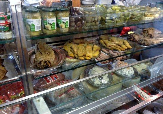 Buffet da Pepi: Prepared food items