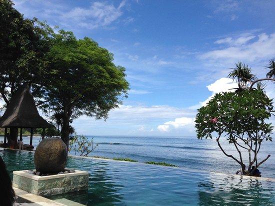 Qunci Villas Hotel: Pool view