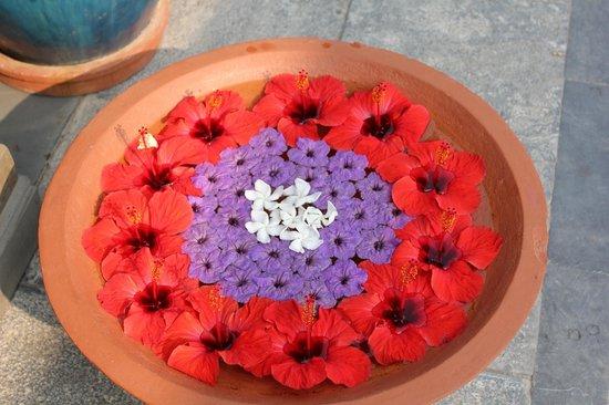 Victoria Hoi An Beach Resort & Spa: Flower arrangements and decorations