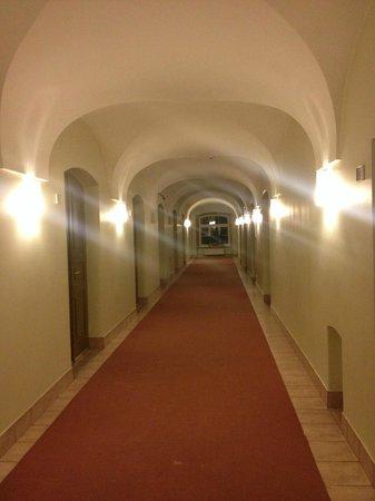Hotel Domus Maria: коридор