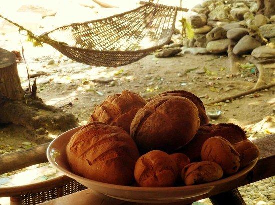 Jungle Beach Resort: Home made bread