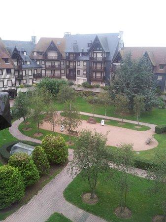 Mercure Deauville Centre: Вид на внутренний дворик отеля