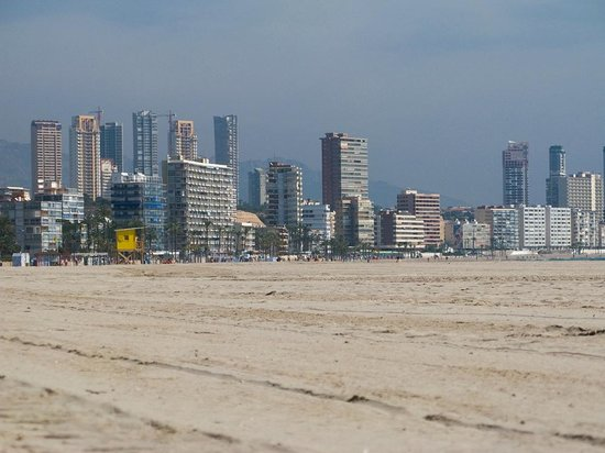 Playa de Poniente: Poniente Beach - Golden sand