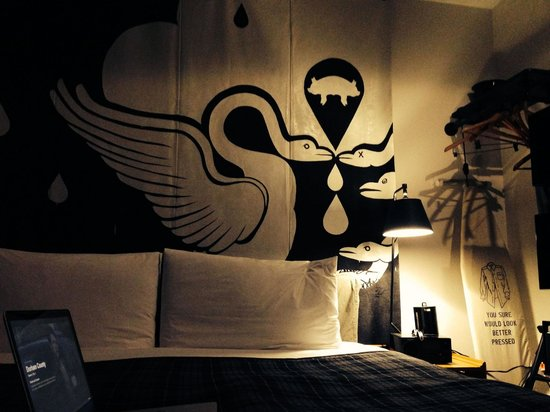 Ace Hotel New York: Room with en suite