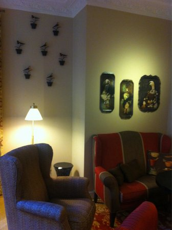 Hotel Royal Gothenburg : Trendy wall art in relaxing lounge area with warm blankets