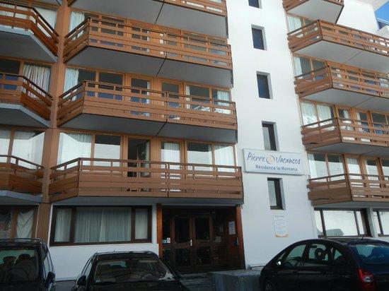 Pierre & Vacances Résidence Le Montana : balcons à l'arrière de la résidence