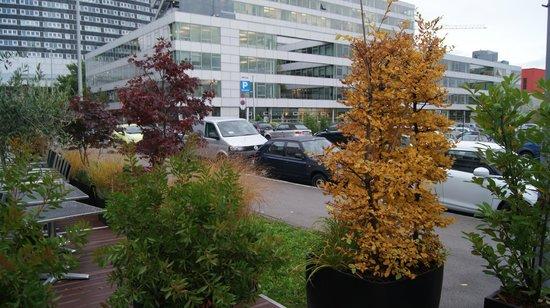 Roomz Vienna: Отель и местность