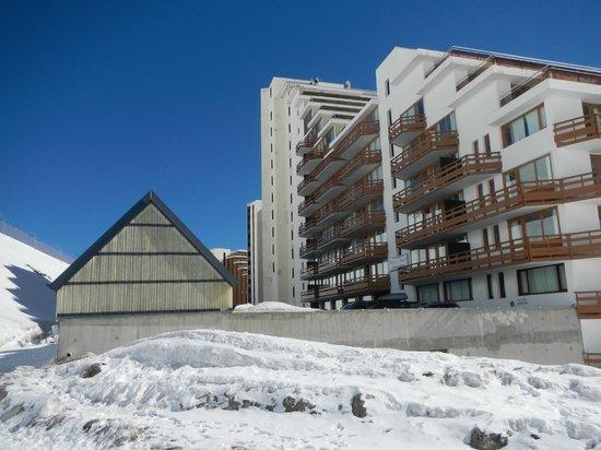 Pierre & Vacances Résidence Le Montana : arrière de la résidence