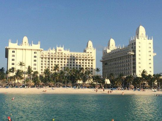 Hotel Riu Palace Aruba : hotel vanaf het strand