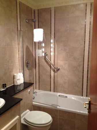Best Western Hallmark Hotel Liverpool Feathers: Nice bathroom