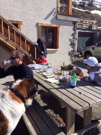 La Lauza : Ferme du Mont Thabor : lieu d'arrivée de la sortie raquette du lundi - dégustation vin-fromage-s