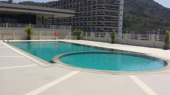 The ASHLEE Plaza Patong Hotel & Spa: Piscine