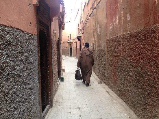 Riad Itrane : Street to the riad