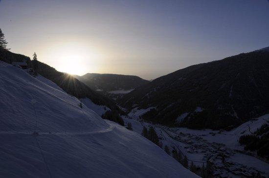 Bergbauernhof Ausserberglet : Vom Balkon aus ins Villgratental bei Sonnenaufgang