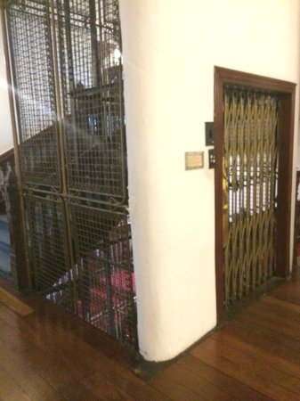 Queens Hotel Kandy: HERITAGE LIFT