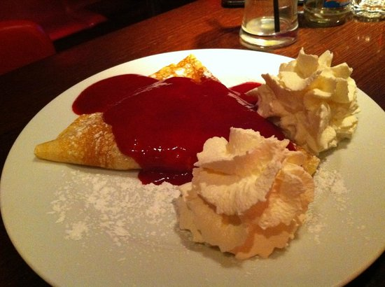 Cafe Romeo: pancake with crushed walnuts, chocolate and raspberry puree