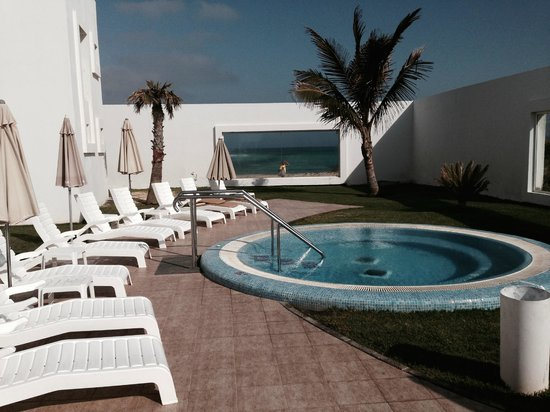 Hotel Riu Palace Tres Islas: A quiet area for exclusive sunbathing