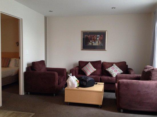 Quest Christchurch: livingroom