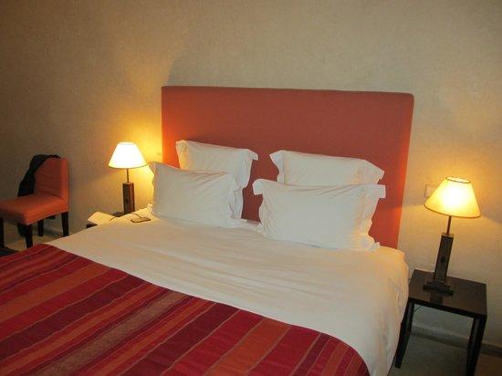 Riad Olema & Spa: Habitacion con cama extra grande