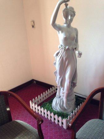 Riverside Hotel Saigon: Art