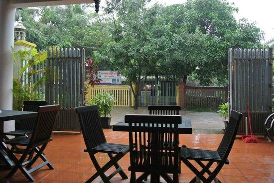 เสียมราฐรูมส์ เกสท์เฮ้าส์: View of Outside at Siem Reap Rooms