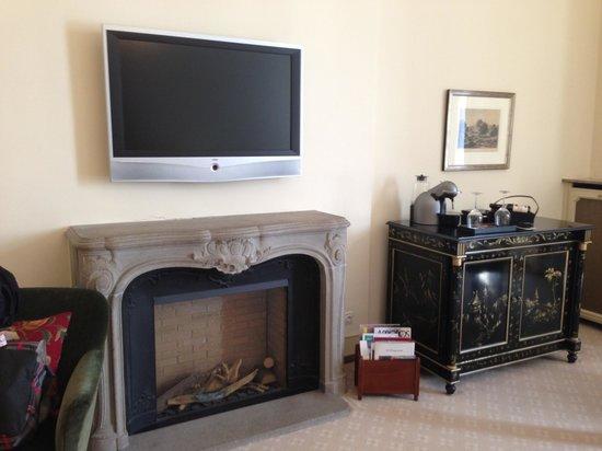 Fairmont Hotel Vier Jahreszeiten: Fireplace