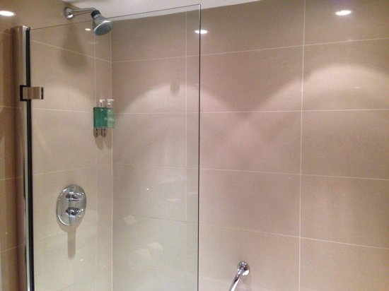 Maryborough Hotel & Spa: Shower