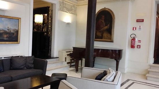 NH Firenze Anglo American : Gorgeous piano in the lobby