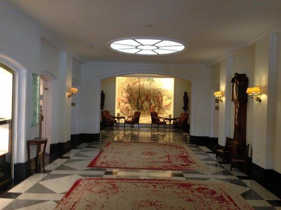 Fairmont Hotel Vier Jahreszeiten: Холл отеля