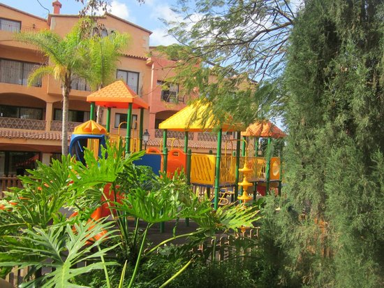 Apartments Villa Mandi: Pretty playground and gardens