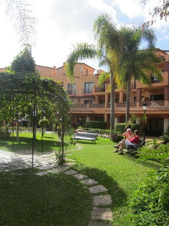 Apartments Villa Mandi: Pretty gardens