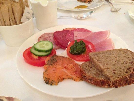 Fairmont Hotel Vier Jahreszeiten: Завтрак