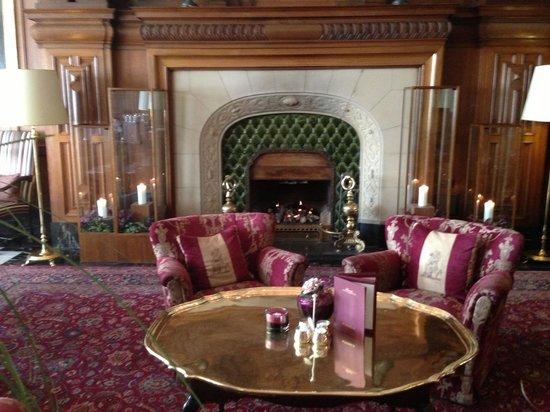 Fairmont Hotel Vier Jahreszeiten: Около Ресепшн