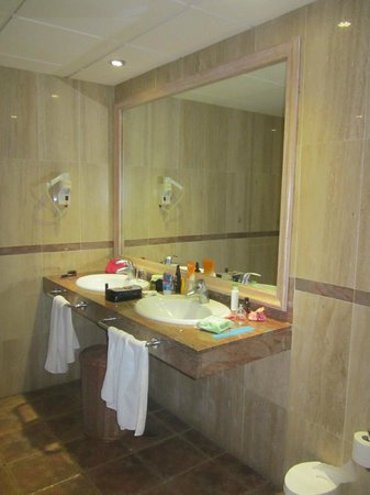 Villa Mandi Golf Resort: Twin sinks