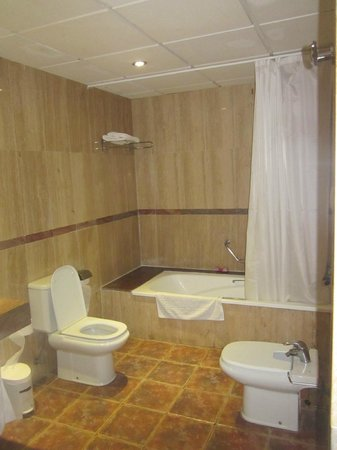 Villa Mandi Golf Resort: Bathroom