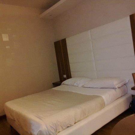 Harri's Hotel Chieti : Camera da letto