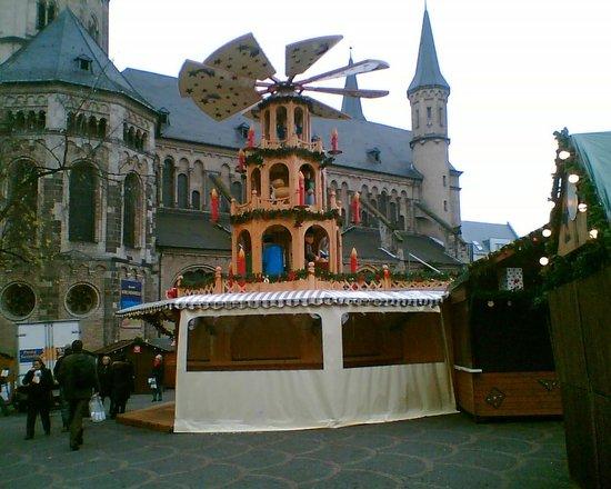 Bonn Christmas Market : Die Glühweinpyramide