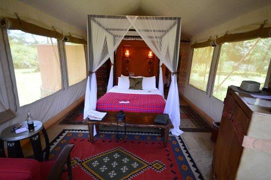 Fairmont Mara Safari Club : Sleeping quarters - bathroom and outdoor shower behind