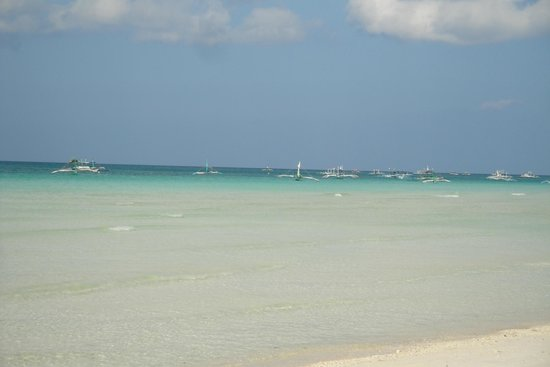 Tour boats at the end of White Beach!