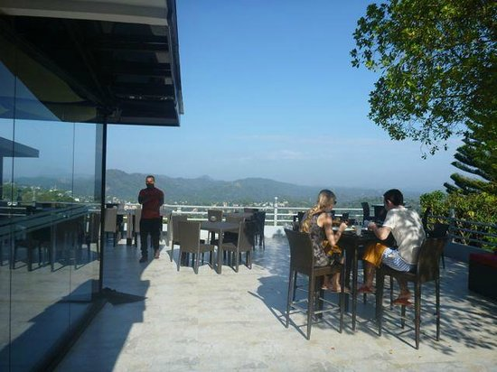 Theva Residency: Restaurant terrace