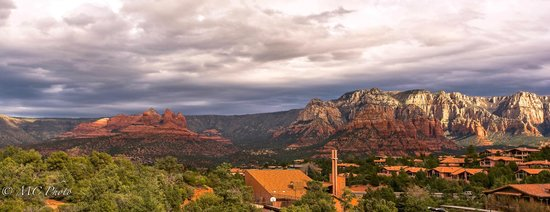 Best Western Plus Inn of Sedona: The view from our hotel balcony .