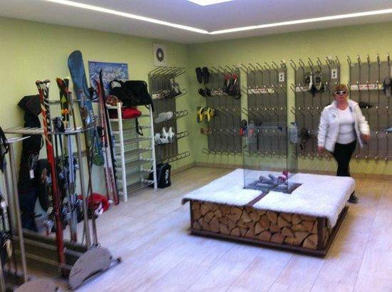 Klammer's Kärnten: Ski storage room