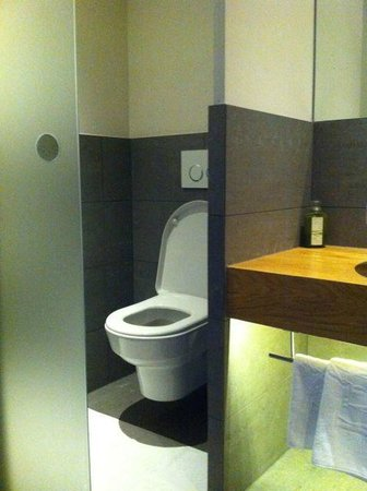 """Klammer's Kärnten: Modern bathroom in """"Zirbe"""" rooms"""