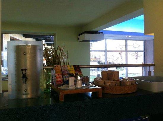Klammer's Kaernten: Tea selection by the pool