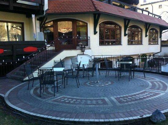 Klammer's Kaernten: Relaxing area by the pool outside
