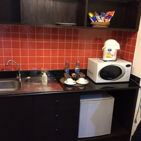 The Royal Nakara: kitchenette