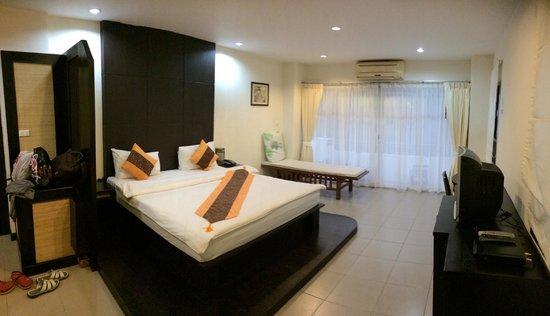The Royal Nakara: the spacious room