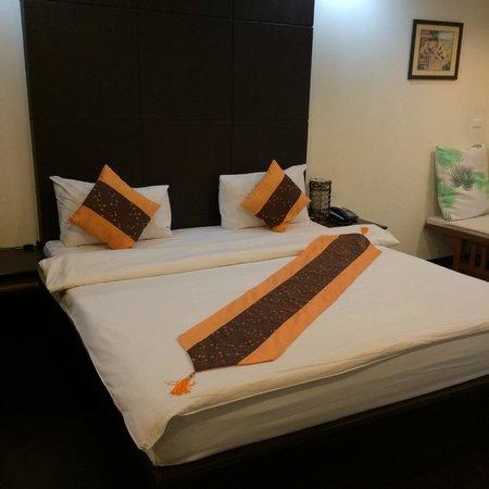 The Royal Nakara : the queen bed